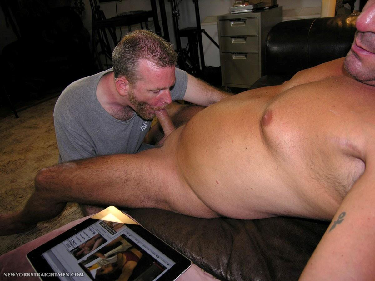 New-York-Stright-Men-Rocco-Straight-Muscle-Daddy-Gets-His-Cock-Sucked-Amateur-Gay-Porn-08 Amateur Straight Muscle Daddy Gets His Cock Sucked By A Guy